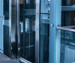 Chọn thang máy sử dụng máy kéo qua hệ thống cáp tải hay thủy lực